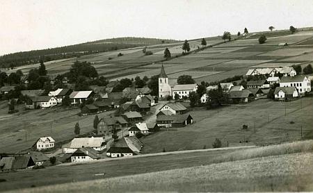 Zhůří pod Javornou na staré pohlednici fotografa Josefa Wolfa z Českého Krumlova