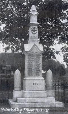 Památník padlým v Malontech zroku 1926...
