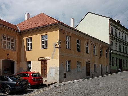 Dům čp. 131 v Neumannově ulici na snímku z roku 2018