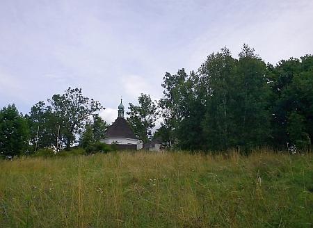 Křížová hora s kaplí Panny Marie Bolestné a sv. Kříže a pohled přes Kalvárii na Český Krumlov (viz i Johann Franz Anton Tschernichen)