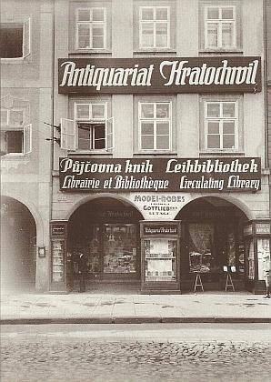 Fasáda domu na českobudějovickém náměstí s jeho firmou