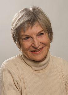 Jeho sestra, překladatelka a spisovatelka Hertha Kratzerová