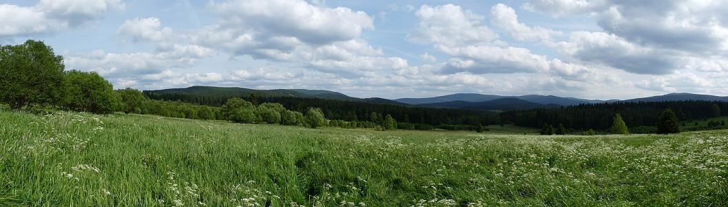 Pohled k Poledníku od někdejší osady Glaserwald (zanikla pod českým názvem Skelná)