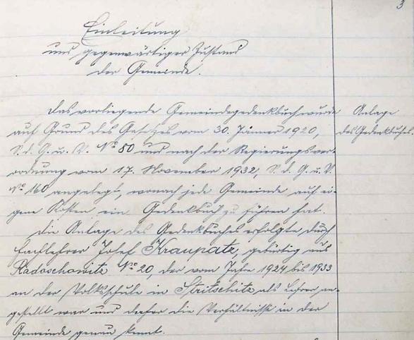 Desky, titulní list a úvodní odstavec radošovické obecní kroniky s jeho zápisy