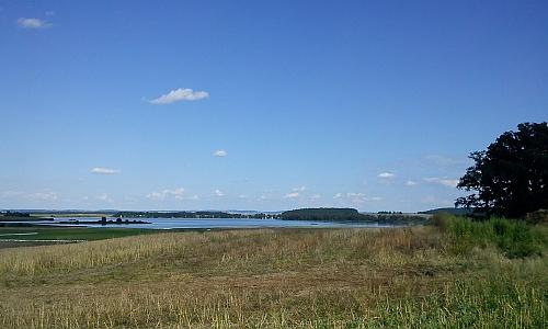 Tři pohledy na rybník Dehtář - ten horní směrem na Strýčice a Radošovice, prostřední na Vysokou Bětu,     Záboří aLipanovice a spodní od Zádušního vrchu u Strýčic na Dehtáře