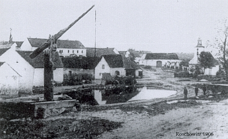 Radošovická náves někdy kolem roku 1906, kdy se narodil
