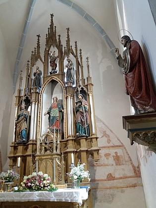 ... která byla později nahrazena sochou jinou, Madona strýčická byla v roce 2011 vrácena do sbírek vyšebrodského kláštera