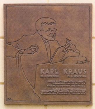 Bronzová pamětní deska Karlu Krasovi na jeho rodném domě v Jičíně (Fortna čp. 43)