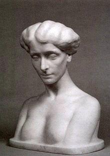 Bysta Sidonie Nádherné je dílem Clary Westhoffové, choti básníka Rainera Marii Rilkea