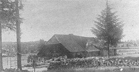 """Dům, kde se v místní části Nových Hutí Planie říkalo u Eislerů, """"po chalupě"""" Zuinei"""