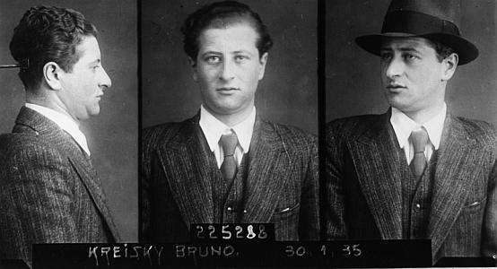 Snímek po jeho zatčení  v roce 1936