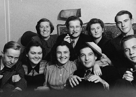 S rodinou ve švédském exilu v roce 1941