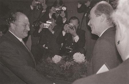 """Dokázal si při """"historickém setkání"""" roku 1972 podat ruku s Ottou Habsburským"""