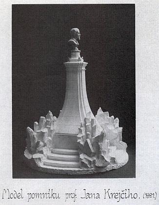 Model jeho pomníku od architekta Jana Kouly s bystou Ladislava Borůvky z roku 1901
