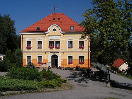 Někdejší dobrovodská škola
