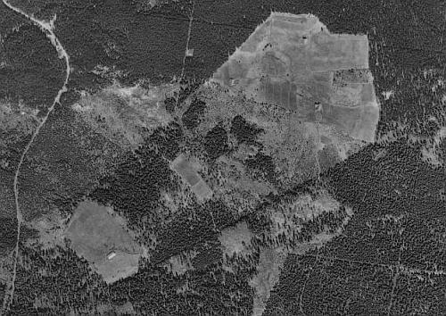 Bärenstein (Bärnsteinhäuser, Bernstein) v lesích u Horské Kvildy, odkud pocházel Stephan Krickl (Krückl) naleteckých snímcích z roku 1949 a 2008