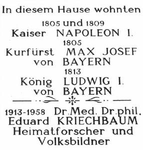 Pamětní deska, kterou na náměstí v Braunau am Inn odhalil na domě čp. 34 Aldemar Schiffkorn, svědčí o tom, že Kriechbaum zde pobýval v letech 1913-1958