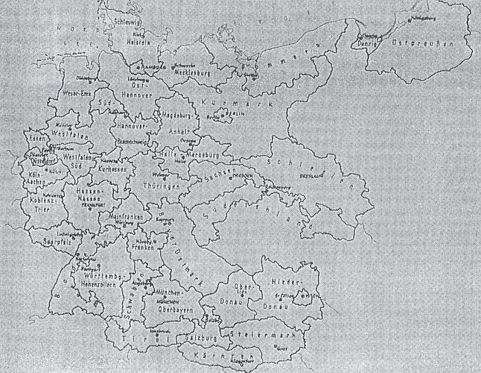 """Mapka """"župního rozdělení Velkoněmecka"""" z listopadu 1938 svědčí o tom, že Šumava připadla jak k""""Sudetenland"""", tak k """"Bayerische Ostmark"""" a dále pak k """"Ober-Donau"""" a """"Nieder-Donau"""""""