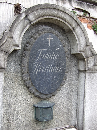 Náhrobek rodiny Kristinusovy na českobudějovickém hřbitově u sv. Otýlie
