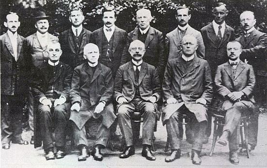 Jako jediný v klobouku tu stojící druhý zleva figuruje na snímku učitelského sboru německého gymnázia v Českých Budějovicích roku 1920 - před ním sedí prvý zleva Valentin Schmidt, třetí zleva Johann Endt, vedle něho stojí třetí zleva Otto Wilder (v obrazové příloze u tohoto profesora najdeme pozdější snímek sboru opět i s Alfredem Krognerem), čtvrtý Rudolf Schmidtmayer, třetí zprava Josef Wojta, druhý zprava Fritz Mink a první zprava Friedrich Blumentritt