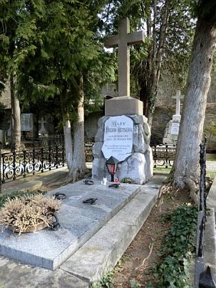 Hrob Mary Vetserové na obecním hřbitově vHeiligenkreuz  (viz i Placidus Hammer)