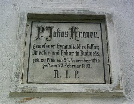 Epitaf Kronerův na zdi kostela v Horním Dvořišti připomíná především jeho budějovické působení