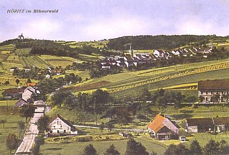 """... i na této staré pohlednici dominuje """"kaple na vrchu"""" celé scenerii"""