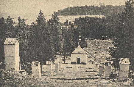Kaple a křížová cesta u Borových Lad, jak vyhlížela kdysi (viz i Kilian Heigl a Karl Saiko)