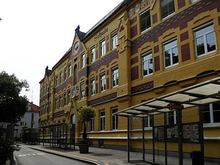 Škola v Schärdingu, do které chodil