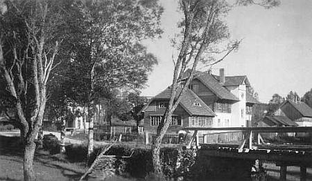 Stožecká hospoda U pstruha, kde rád pobýval, ve třicátých letech 20. století...