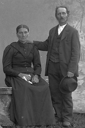 """Tento snímek fotoateliéru Seidel s datem 28. září roku 1902     je psán najméno """"Kubitschek Pius"""" a adresu """"Fürstenhut"""""""