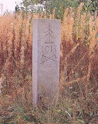"""Památník """"vyvázání z nájmu"""" stojí v Knížecích Pláních dodnes..."""