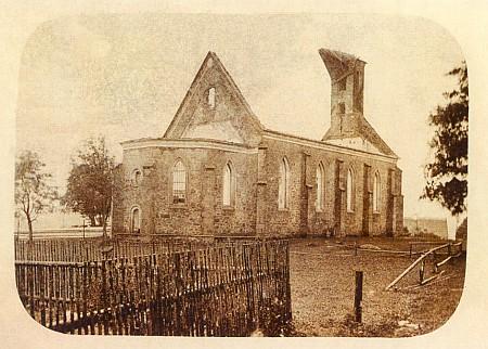 Vzácná pohlednice s kostelem v Knížecích Pláních po požáru v roce 1912, to bylo Piovi už šedesát let