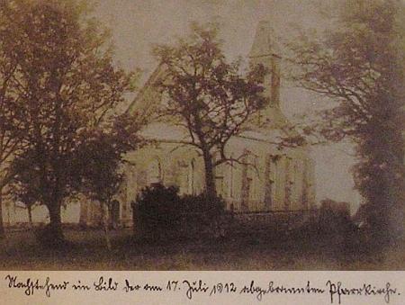 Snímek kostela předtím, než ho 17. července 1912 zničil požár