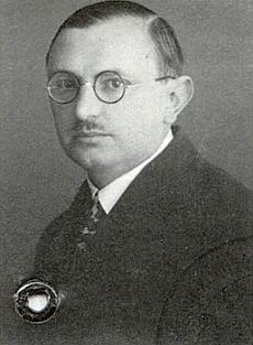 Snímek z jeho pasu, vystaveného vChebu 23. června roku 1931, provází vkrajanském měsíčníku přetisk jeho textu o šumavských nářečích