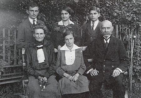Rodina Kubitschekova na snímku ze dvacátých let minulého století