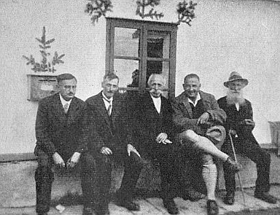 Se Šumavany a Dr. Maxem Peinkoferem (R. Kubitschek první zleva, jeho jmenovec a šumavský lidový básník Pius Kubitschek, který je tu hostil v Knížecích Pláních, uprostřed a M. Peinkofer druhý zprava)