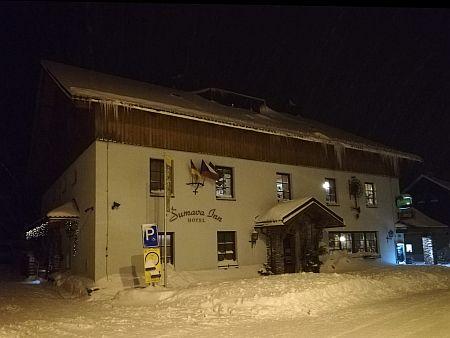 """Bývalý hostinec """"U Stroblů"""" (dnes """"Šumava Inn""""), kde přespal Adolf Hitler a zapsal se tam i do pamětní knihy"""