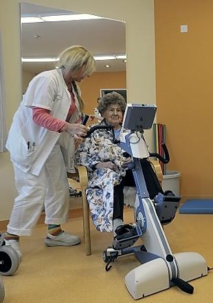 Ve svých devadesáti letech na klinice v Norimberku při rehabilitaci po úrazu