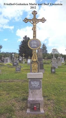 Obálka (2012) drobné publikace ohřbitově v Železné Rudě, kterou spolu sFranzem Wudym z Lindbergu opatřila úvodním slovem a kde titulní snímek zachycuje hrob rodiny Kuchlerovy