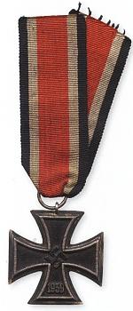 """Starší bratr Franz (* 9. srpna 1908 na Bučině), také učitel v Knížecích Pláních, Žďárku, Horní Vltavici a v Bučině, po svém vyznamenání železným křížem II. třídy za statečnost na západní frontě byl znovu povolán k tažení do Ruska, které mu bylo osudné - padl 17. října 1941 před Moskvou, na snímku ještě jako """"délesloužící"""" svobodník horského dělostřeleckého pluku čs. armády"""