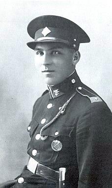 """Starší bratr Franz, v německé uniformě padlý roku 1941 před Moskvou, zde ještě jako """"délesloužící"""" svobodník horského dělostřeleckého pluku čs. armády"""