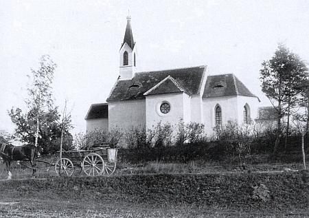 Krypta kaple sv. Antonína v Hradešicích slouží od roku 1809 jako rodinná hrobka Taaffeových - snímek z doby kolem roku 1900 z archivu Pety Taaffe
