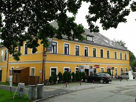 Budova staré školy ve Frymburku
