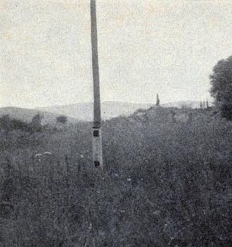 """Tři snímky, dva z nich pořízené roku 1968, zachycují rodný """"Singerhof"""" před zánikem a ten třetí z roku 1973 už srovnaný se zemí"""