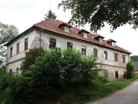Někdejší zátoňská škola