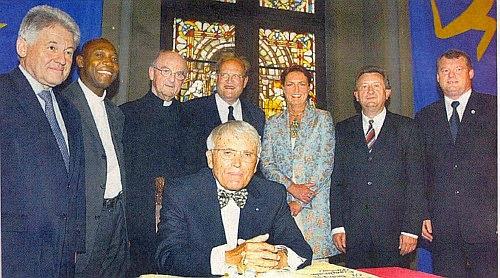 Při zahájení Evropských kulturních dnů v Pasově 2004 (sedící vpředu)