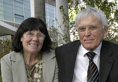 Se svou ženou Alžbětou, roz. Mifkovou, zubní lékařkou (*19. května 1933 ve Znojmě), jejíž česká matka se narodila ve Vídni, otec pak byl jihlavský Němec, povoláním jemný mechanik a majitel obchodu s psacími ase šicími stroji