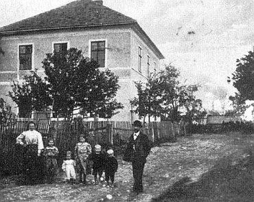 Škola v Bednářích