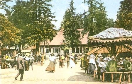 Svatojakubská pouť (Jakobi-Treffen) na Třístoličníku, odkud naposledy viděl domov, má dlouhou tradici, jak o tom svědčí stará pohlednice...